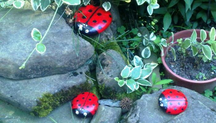 Поделки из камней на даче дворе и огороде