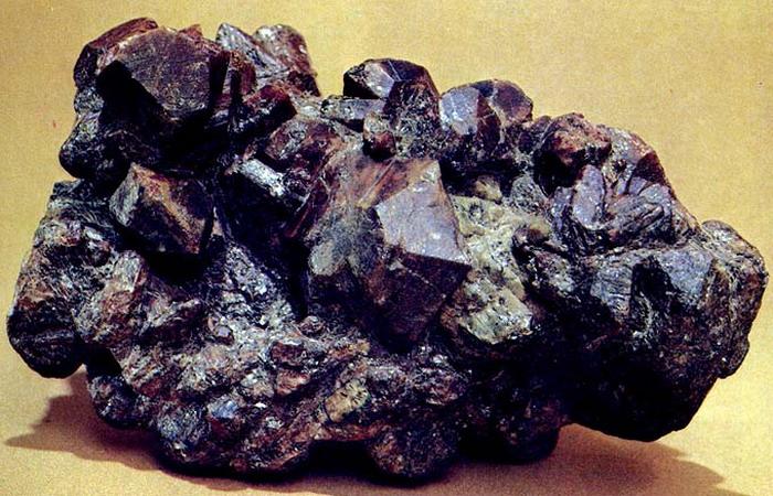 камни и минералы урала фото и описание