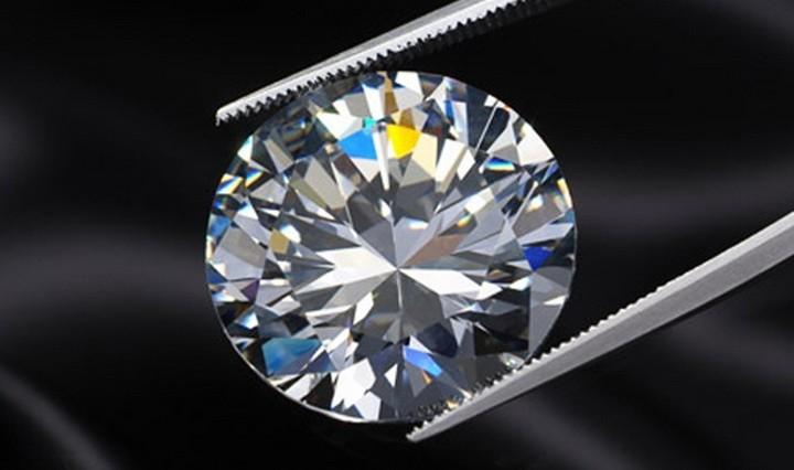 Ювелирный камень муассанит  фото, описание, свойства, как отличить ... 102d997a870